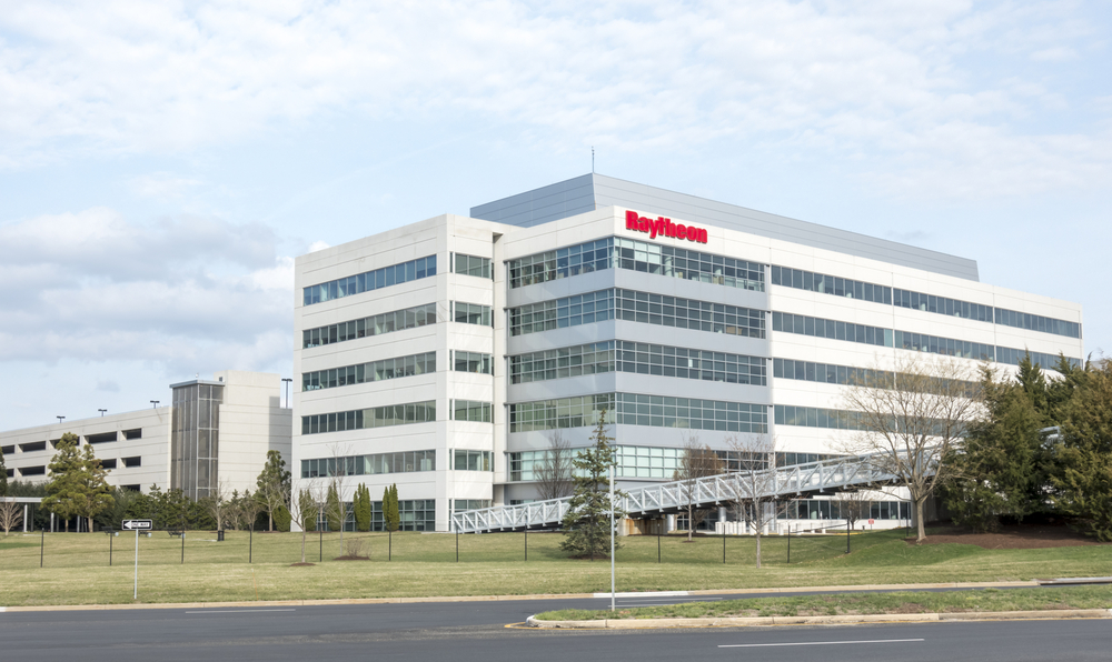 Raytheon (NYSE:RTN) VP Sells $2556532.86 in Stock